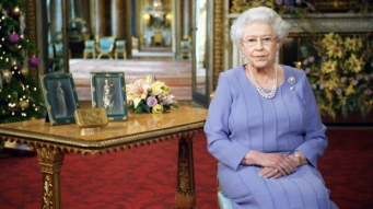 Her Majesty's Christmas 2014 message - notice the gold box sitting on the table!